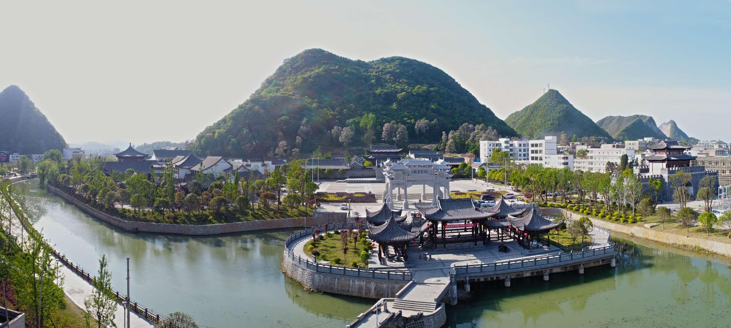 黔南州长顺着少数民族特色小镇亚博网站首页